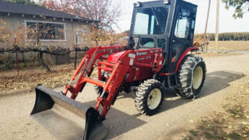USED Branson 2910 Shuttle Tractor With Loader, Soft CAB, and Snow Chains – Ready for SNOW!