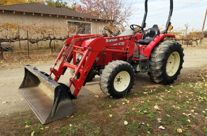 Branson 4720 Shuttle Tractor with Loader!
