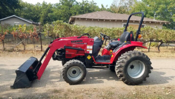 Used 4×4 28HP Mahindra 3016 Shuttle Tractor with Loader!