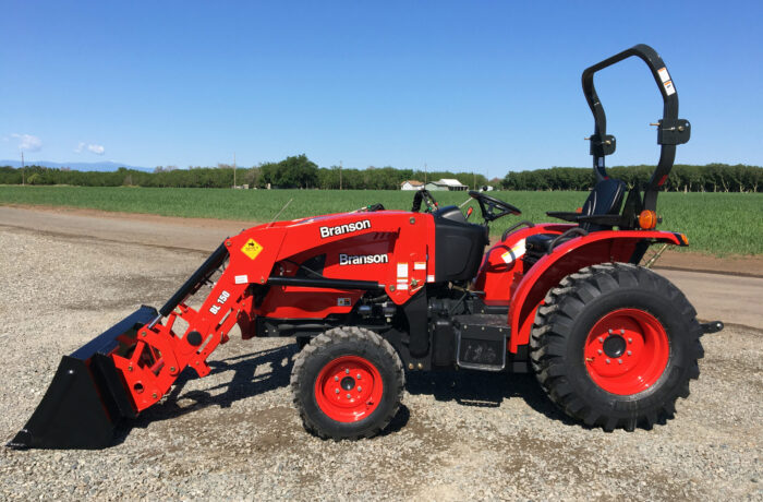 $500 OFF in stock 4×4 Branson 2515R w/ Loader – 2,200lbs lift capacity